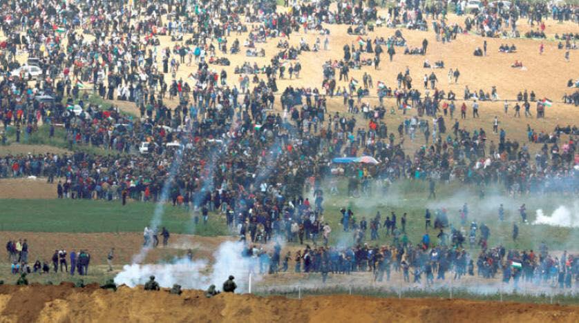 غزة: يراقب الفلسطينيون في قطاع غزة عن كثب، ومن دون رفع سقف أحلامهم أو توقعاتهم، الحراك والتطورات الجارية في إسرائيل والإقليم وعلى المستوى الدولي لإيجاد حلول للأوضاع الكارثية غير المسبوقة في القطاع.