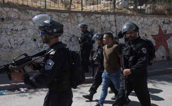 اعتقالات ومواجهات ليلية مع جيش الاحتلال بالعيسوية..واعتقال 3 فتية في الخليل