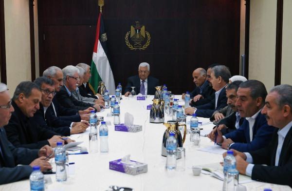 """المفكر الأمريكي""""نعوم تشومسكي"""":قيادة السلطة الفلسطينية"""