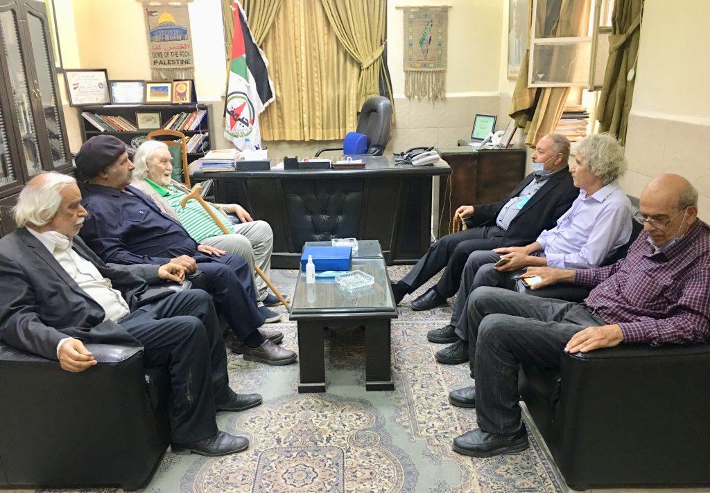 وفد من اتحاد الكتاب والأدباء الفلسطينين يكرم خالد عبد المجيد الأمين العام لجبهة النضال الشعبي الفلسطيني